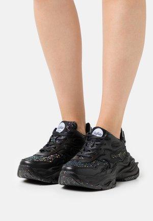 EYZA - Sneakers - black