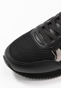 Tommy Hilfiger - FEMININE ACTIVE CITY  - Baskets basses - black - 2