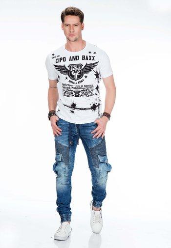 MIT CARGOTASCHEN - Slim fit jeans - blue