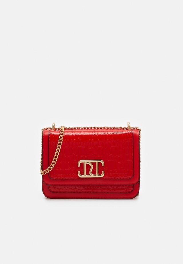 DOUBLE BAG SATCHEL - Across body bag - red