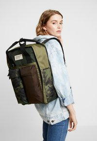 Levi's® - THE LEVI'S PACK 2.0 - Sac à dos - dark khaki - 6