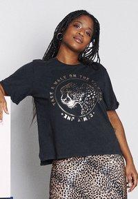 Catwalk Junkie - Print T-shirt - dark grey - 0