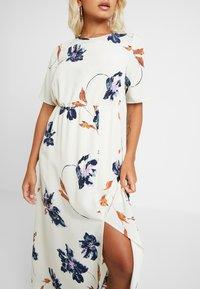 Vero Moda Petite - VMKIMMIE ANCLE DRESS - Maxi šaty - birch - 4