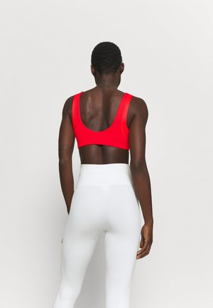 INDY BRA - Light support sports bra - chile red/white