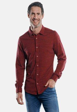 MIT GEFLAMMTER OPTIK - Shirt - rot