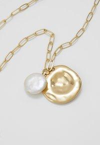 Orelia - COIN CLUSTER NECKLACE - Necklace - gold-coloured - 4
