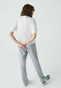 Lacoste - Print T-shirt - weiß / lila / grün - 2