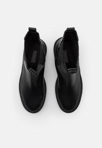 Nly by Nelly - HIGH CHELSEA BOOT - Kotníkové boty na platformě - black - 5