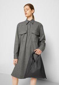 MM6 Maison Margiela - JAPANESE BAG SMALL - Bolso shopping - black - 4