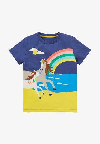 MIT SZENENMOTIV - Print T-shirt - segelblau, pferd