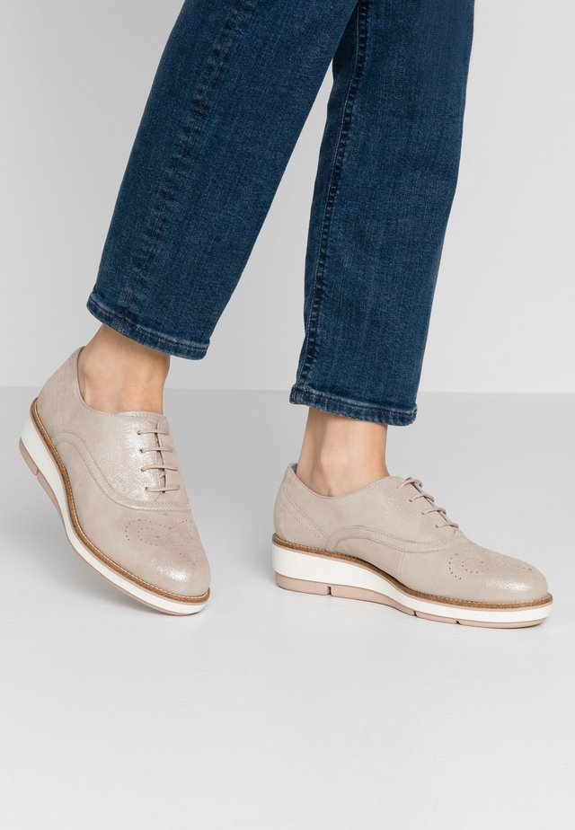 LACE-UP - Chaussures à lacets - champagner pearl