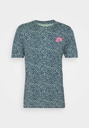 BRAND RIFFS - Camiseta estampada - cucumber calm