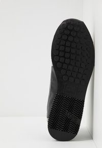Cruyff - GHILLIE - Sneakersy niskie - dark grey - 4