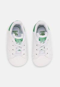 adidas Originals - STAN SMITH CRIB UNISEX - First shoes - white - 3