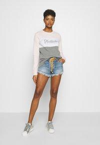Hollister Co. - FASHION CREW - Sweatshirt - pink/white/grey - 1