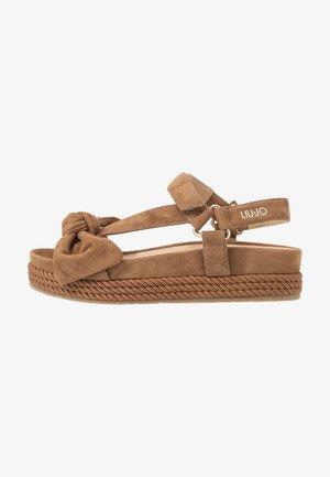 PATTY - Korkeakorkoiset sandaalit - tan