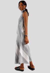 GESSICA - Maxi dress - schwarz und weiß - 5