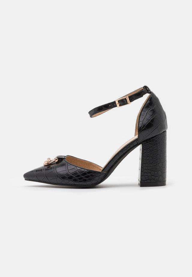 WIDE FIT BELLA - Zapatos altos - black