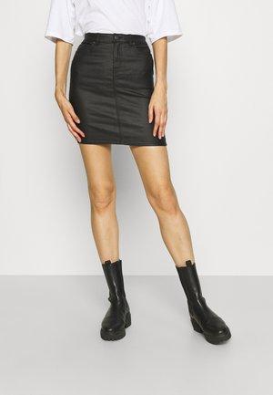 VMFAITH SHORT COATED SKIRT TALL - Spódnica mini - black