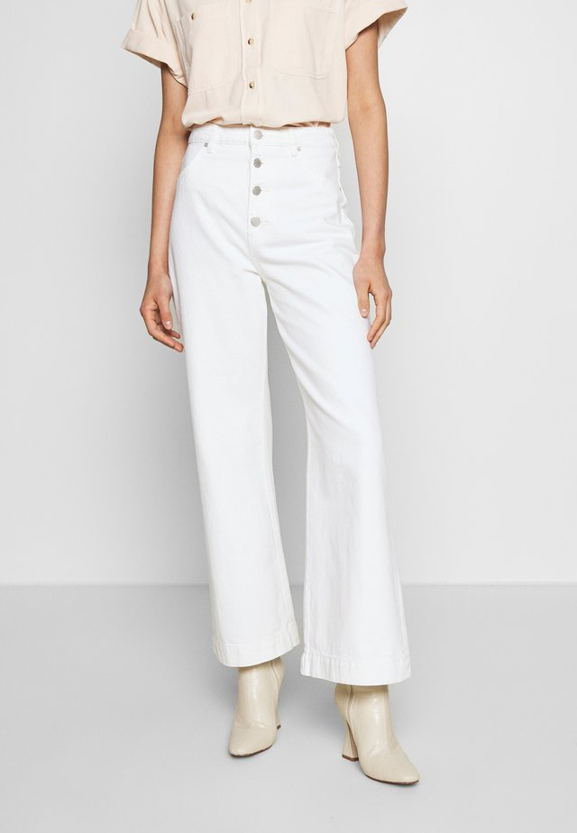 OLD MATE  - Flared Jeans - vintage white