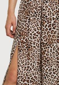Forever New - SOPHIE DOUBLE SPLIT SKIRT - A-line skirt - caramel leopard - 5