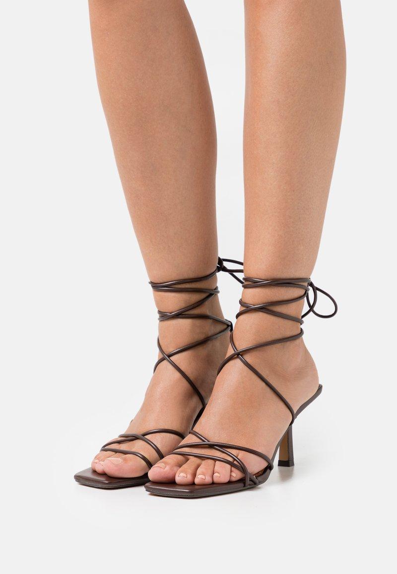NA-KD - LOW STILETTO ANKLE STRAP HEELS - Sandals - dark brown
