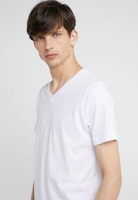 KARL LAGERFELD - DUO 2 PACK - Basic T-shirt - white - 3