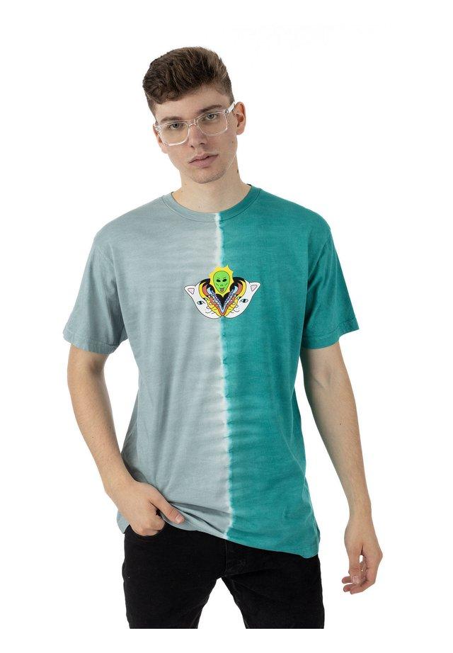 T-shirt print - teal/grey split dye