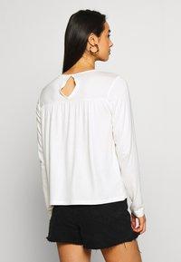 Vero Moda - VMJASMIN - Camiseta de manga larga - snow white - 2