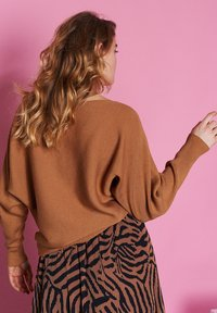 Catwalk Junkie - Jumper - brown - 1