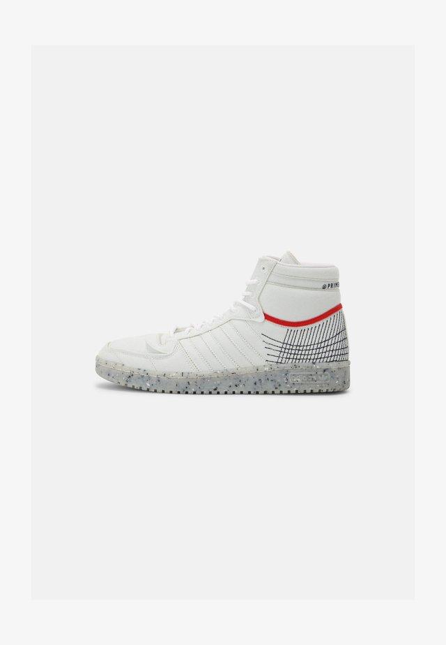 TEN PRIMEBLUE SHOES MID - Sneakers hoog - chalk/white/legend ink