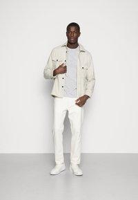 Pier One - Basic T-shirt - light grey melange - 1