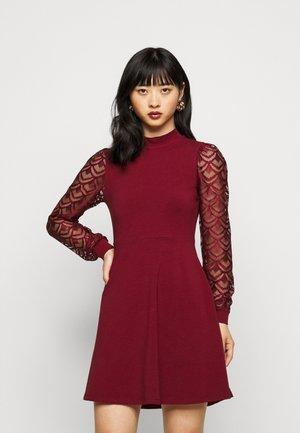 ONLMILLE LIFE MIX DRESS - Jersey dress - pomegranate