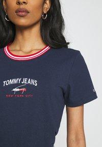 Tommy Jeans - REGULAR TIMELESS SCRIPT TEE - Print T-shirt - twilight navy - 4