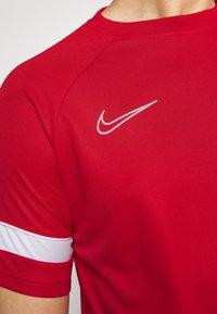 Nike Performance - Triko spotiskem - university red/white - 3