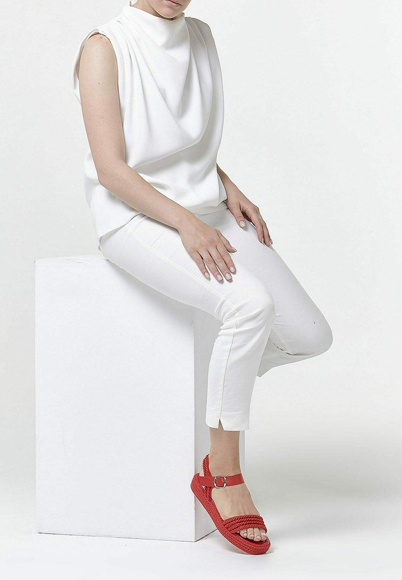 Betsy - Platform sandals - red