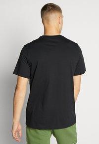 Jordan - SS CTN JM CLASSICS - T-shirt con stampa - black/white/gym red - 2