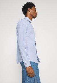 TOM TAILOR - REGULAR SMART SLUB - Shirt - light blue chambray - 3