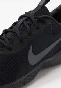 Nike Performance - FLEX EXPERIENCE RUN 9 - Laufschuh Wettkampf - black/dark smoke grey - 5