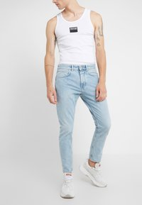 CLOSED - COOPER - Jeans Tapered Fit - light blue - 0