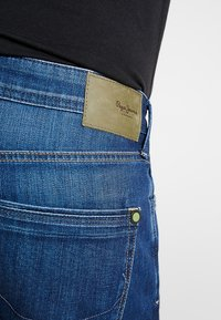 Pepe Jeans - STANLEY - Jeans Tapered Fit - dark used wiserwash - 3