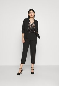 Dorothy Perkins Petite - EDGE TO EDGE ROUCHED SLEEVE JACKET - Blazer - black - 1