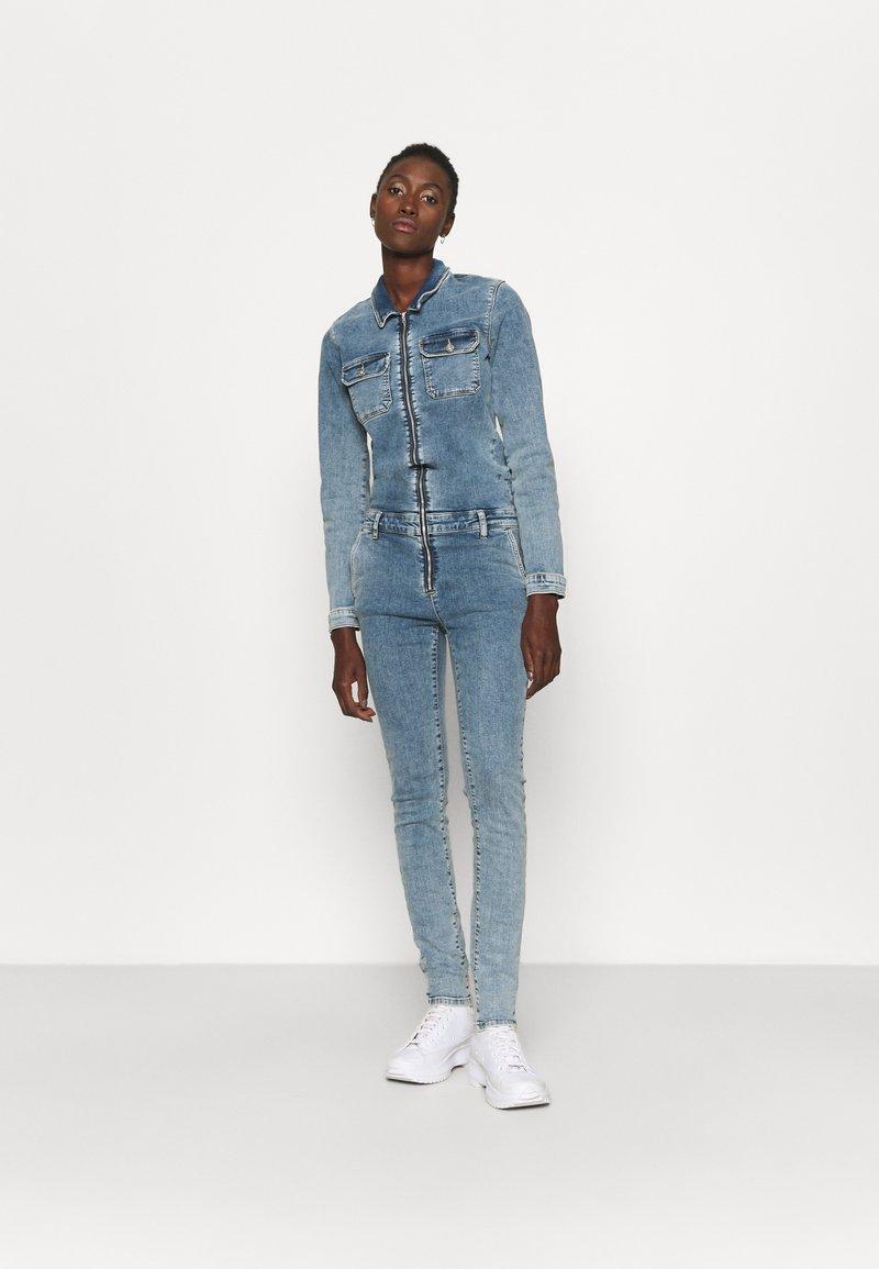 ONLY Tall - ONLINC CALLI ZIP  - Jumpsuit - light blue denim
