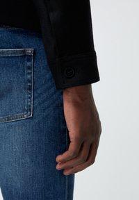 The Kooples - EN LAINE BOUTONNÉ À COL CRANTÉ - Light jacket - black - 5