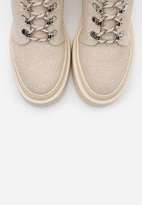 Zign - Kotníkové boty na platformě - nude - 5