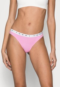 Tommy Hilfiger - THONG 3 PACK - Thong - primary red/violet pink/desert sky - 3