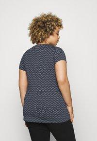 Ragwear Plus - ZIG ZAG - Print T-shirt - denim blue - 2