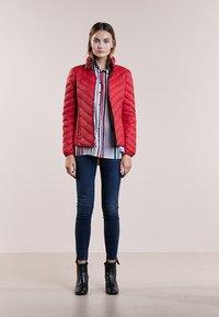 MICHAEL Michael Kors - SHORT PACKABLE PUFFER - Down jacket - red - 1