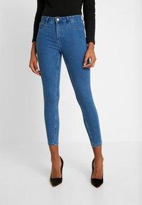 ONLY - ONLFHI MAX LIFE BOX - Skinny džíny - medium blue denim - 0