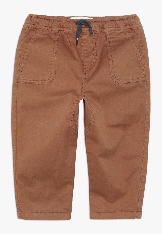 FLYNN PANT BABY - Stoffhose - amber brown